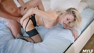 Sexy ass woman bends for the dick in a flawless doggy