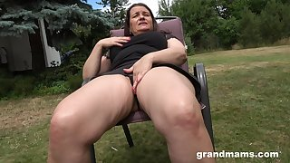 Thick-thighed Euro granny fucking her wet pussy with her favorite toy