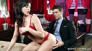 Cougar wife Kendra Lust gives a deepthroat and gets fucked hard